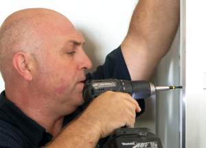 Image of a Universal Appliance Repair employee